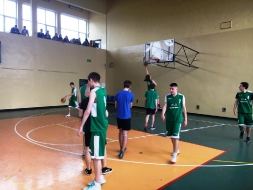III Miejsce dla II LO w Mistrzostwach Rejonu w koszykówce chłopców_9