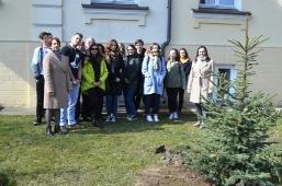 Maturzyści posadzili swoje drzewko_10