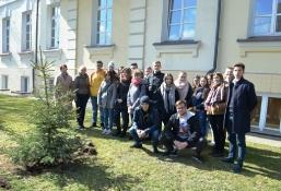 Maturzyści posadzili swoje drzewko_12