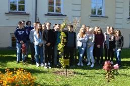 Uczniowie II LO i Dzień Drzewa
